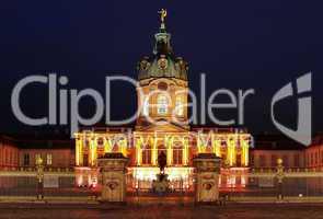 Schloss Charlottenburg Berlin in der Nacht Frontansicht