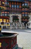 Rathausplatz mit Fachwerk und Brunnen in Wernigerode