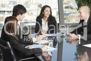 Kundengespräch an einem schönen Tisch mit schöner Aussicht