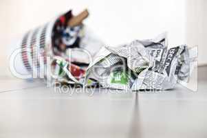 Papierkorb mit Zeitungen