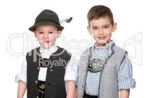 Zwei Kindern einer bayerischen Tracht