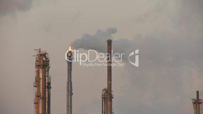 Industrie: Rauchender Schornstein