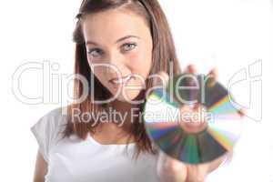 Junge Frau hält eine CD oder DVD
