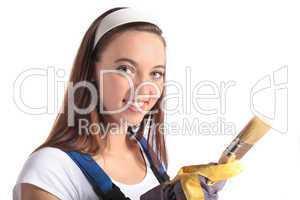 Junge Frau beim Renovieren