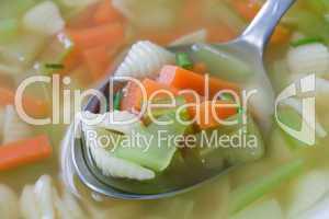 Vegetarische Nudelsuppe - Noodle Vegetable Soup