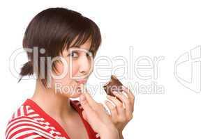 Junge Frau mit einem Mohrenkopf