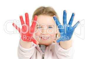 Kleinkind mit Fingerfarben