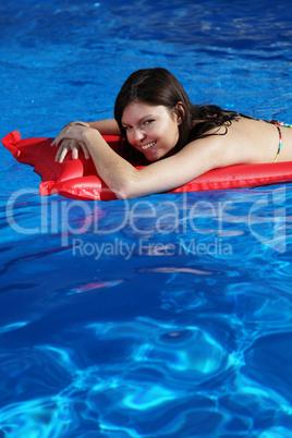 Sonnen im Pool