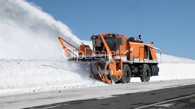 Snow blower mountain road tracking
