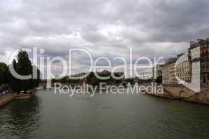Seine river and island (Ile) De La Cite