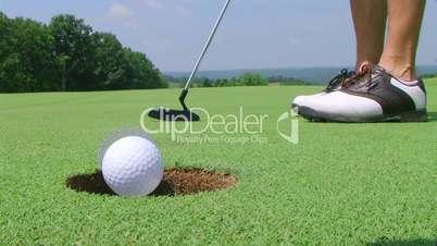 Golfer Sinks Putt 02