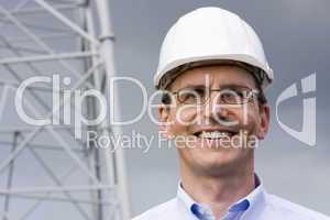 Ingenieur mit Schutzhelm