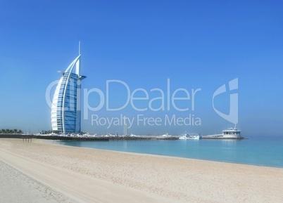 Burj al Arab in Dubai am Meer und Strand