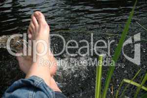 Füße im Wasser