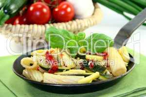 Tortiglione mit feurigen Chili-Zuccini