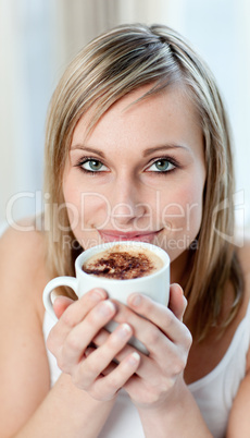 Portrait of a cheerful woman drinking a coffee
