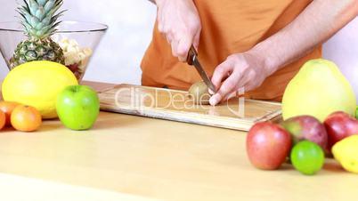 Slicing kiwi
