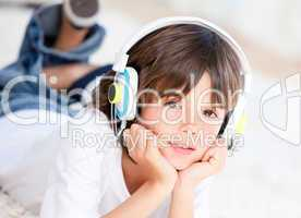Liitle boy listenning music