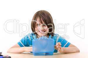 junge isst sein Pausenbrot