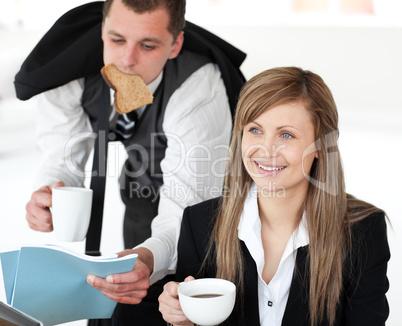 Businessman rush while his girlfriend drink a coffee