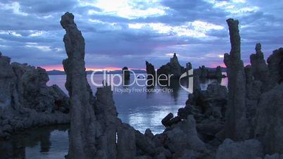 Steingebilde im Wasser