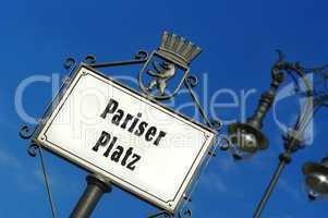 Nostalgisches Schild vom Pariser Platz in Berlin