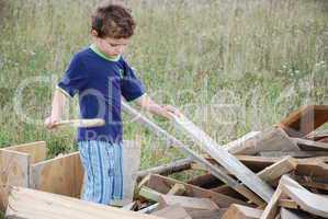 Holzbretter und Kind