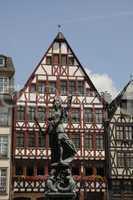 Justitia am Römerbrunnen in Frankfurt