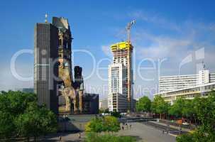 Breitscheidplatz Berlin mit Gedächtniskirche und Zoofenster