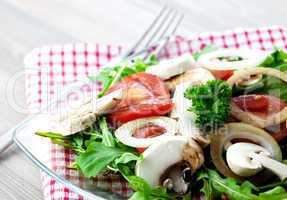 Salat mit Pilzen und Tomate / salad with fungi and tomato