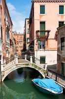 Ein Kanal in Venedig