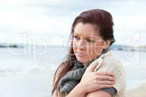 traurige Frau am Strand