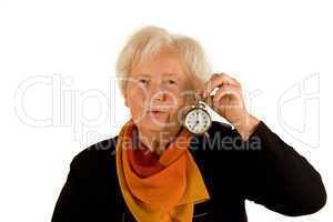 Rentnerin mit Wecker