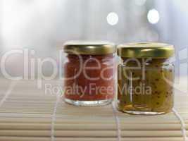 Marmeladengläser - Glasses with jam
