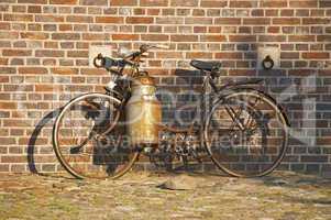 Nostalgisches Fahrrad mit Milchkanne