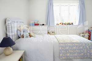 Kinderzimmer in hellblau und weiss