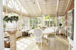Wunderschöner Wintergarten einer Villa