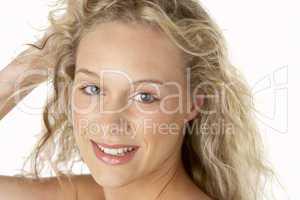 Portrait einer jungen, hübschen Frau