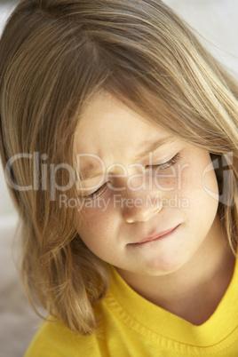 Kleiner Junge Mit Langen Dunkelblonden Haaren Lizenzfreie Bilder