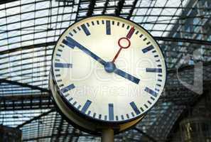 Uhr am Bahnhof - clock at railway station