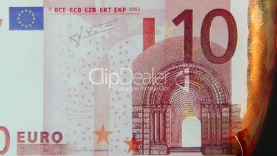 10 Euro Schein brennt - 10 Euro burning