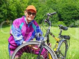 Senior mit Fahrrad - Senior with Bike in Nature