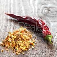 Chilisamen und getrocknete Schote / chili seeds and dried pod