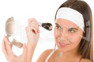Make-up skin care - woman apply powder