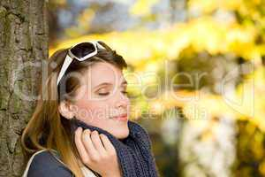 Autumn park - fashion woman with sunglasses