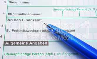 Finanzamt Formular mit Kugelschreiber