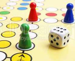 Gesellschaftsspiel mit Würfel - Parlour Game