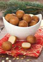 Marzipankartoffeln in Schale / marzipan balls in a bowl