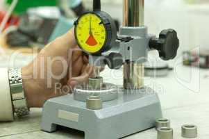 Messuhr auf Messständer Dial gauge on measuring stand