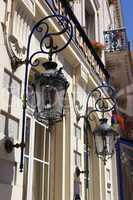 Fassade mit Laternen